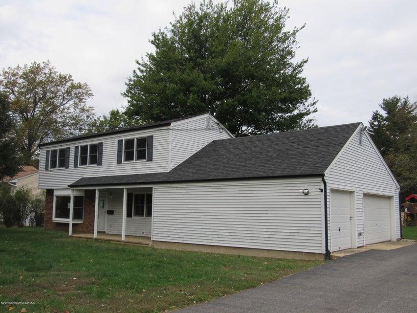 Maison unifamiliale pour l Vente à 3 Hauser Street Middletown, New Jersey 07748 États-Unis