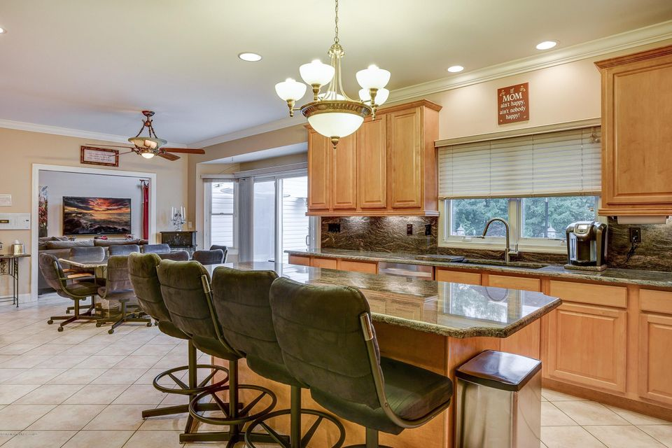 Additional photo for property listing at 6 Appaloosa Drive  Manalapan, Nueva Jersey 07726 Estados Unidos