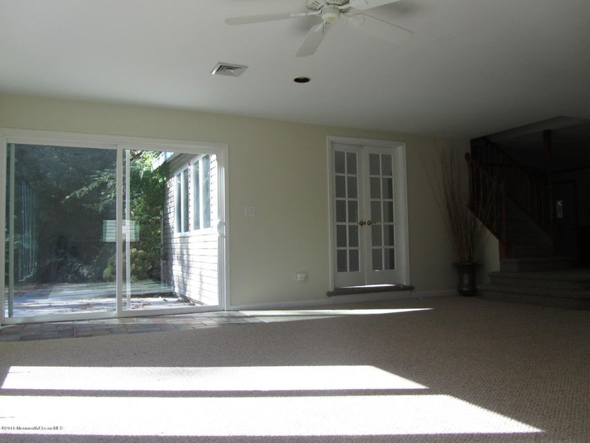 Additional photo for property listing at 333 Union Hill Road  Manalapan, New Jersey 07726 United States