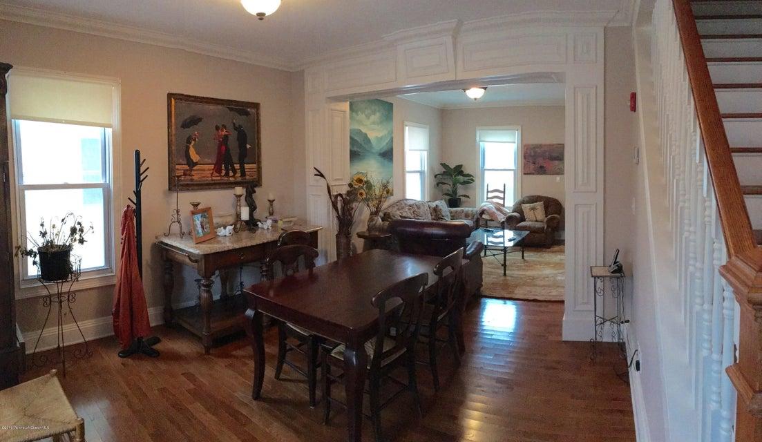 多户住宅 为 出租 在 100 Wallace Street 雷德班克, 新泽西州 07701 美国