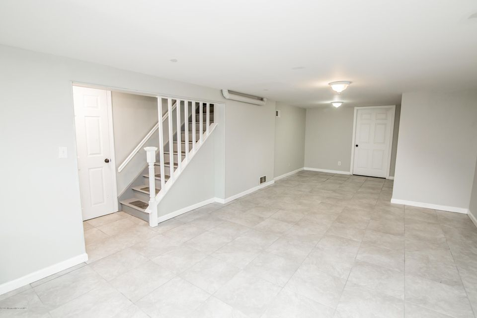 Additional photo for property listing at 317 Riveredge Road  Tinton Falls, New Jersey 07724 États-Unis
