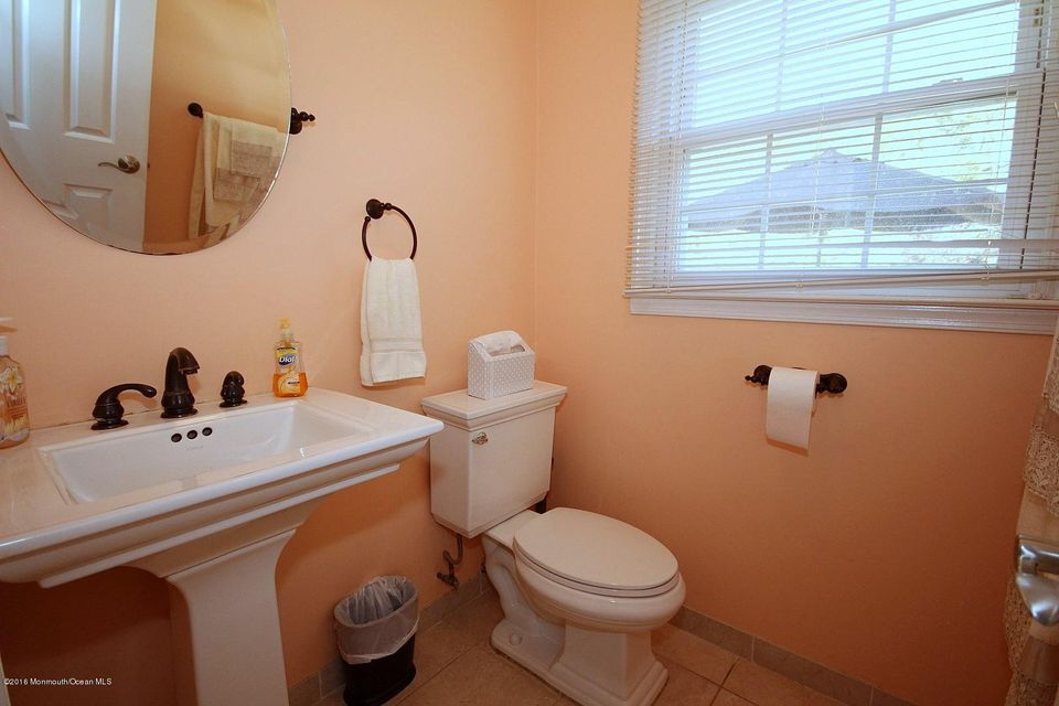 Additional photo for property listing at 7 Stone Lane  Marlboro, New Jersey 07746 États-Unis