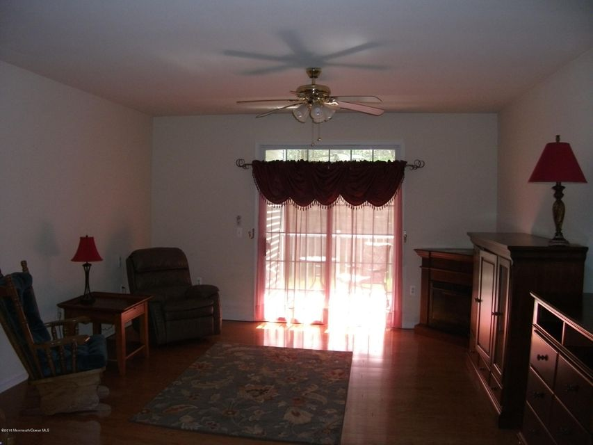 Additional photo for property listing at 216 Sophee Lane  Lakewood, New Jersey 08701 États-Unis