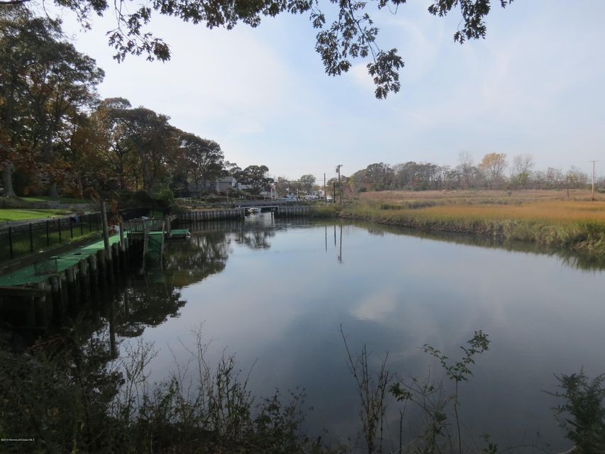 Additional photo for property listing at 2 Markwood Lane  Rumson, New Jersey 07760 United States