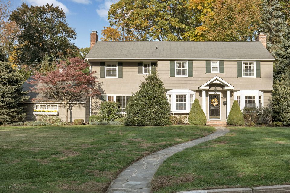 Maison unifamiliale pour l Vente à 97 Woodland Drive Fair Haven, New Jersey 07704 États-Unis