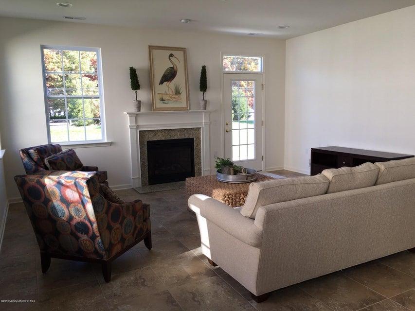 Additional photo for property listing at 103 Eagle Ridge Circle  Lakewood, New Jersey 08701 États-Unis