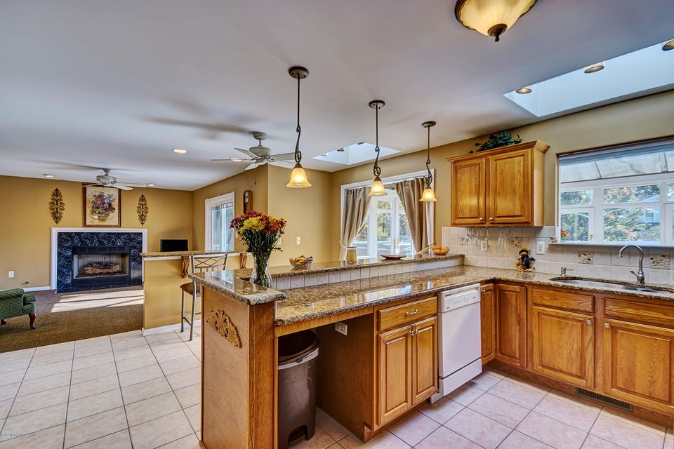 Additional photo for property listing at 11 Maine Street  Toms River, New Jersey 08753 États-Unis