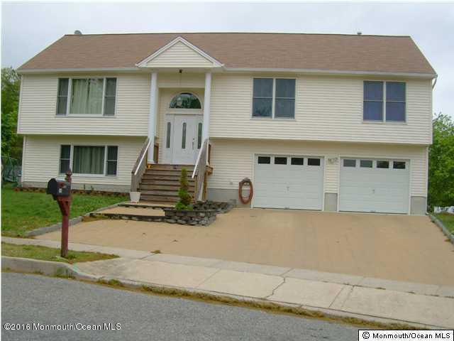 独户住宅 为 销售 在 10 Revere Court 巴奈加特, 新泽西州 08005 美国
