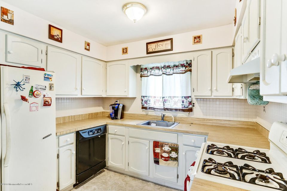 Additional photo for property listing at 401 Port Monmouth Road  North Middletown, New Jersey 07748 États-Unis