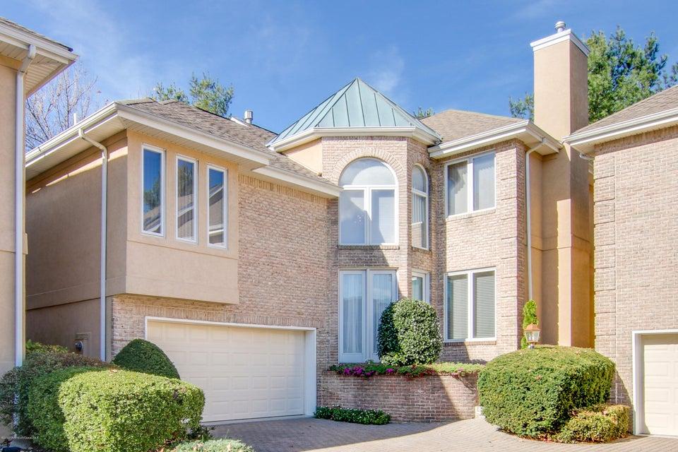 Maison unifamiliale pour l Vente à 56 Tamarac Court Holmdel, New Jersey 07733 États-Unis