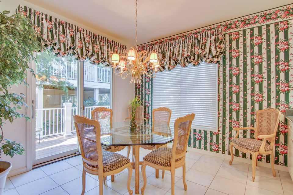 Additional photo for property listing at 56 Tamarac Court  Holmdel, New Jersey 07733 États-Unis