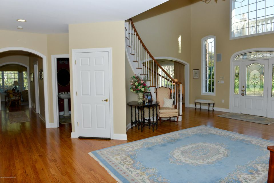 Additional photo for property listing at 32 Hillcrest Drive  Colts Neck, New Jersey 07722 États-Unis
