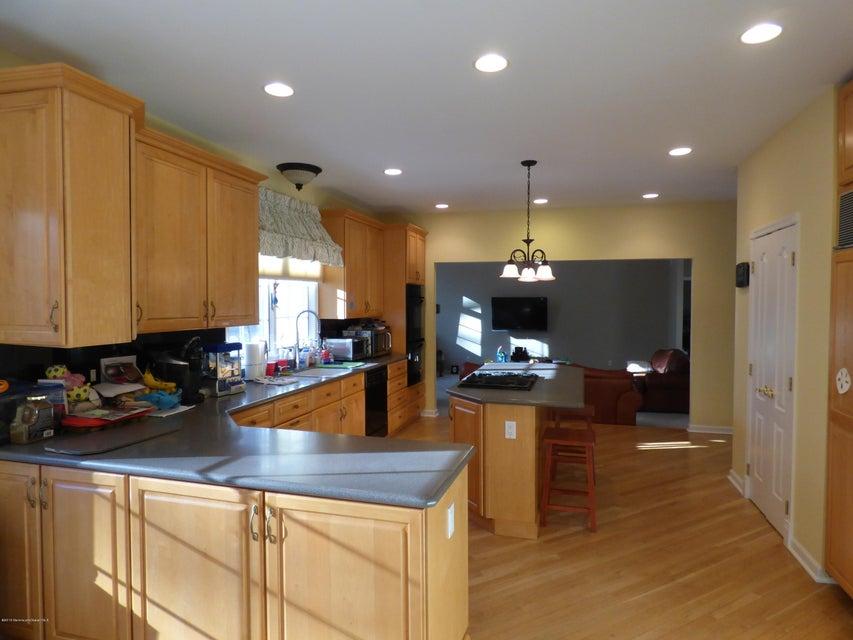 Additional photo for property listing at 2 Mink Hollow Lane  Millstone, Nueva Jersey 08510 Estados Unidos