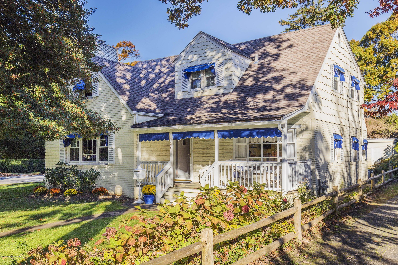 Maison unifamiliale pour l Vente à 110 Vroom Avenue Spring Lake, New Jersey 07762 États-Unis
