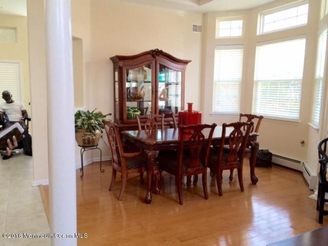 Additional photo for property listing at 19 Five Bridges Court  Barnegat, New Jersey 08005 États-Unis