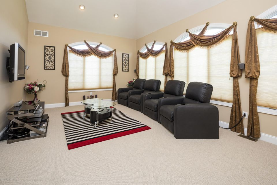 Additional photo for property listing at 6 Genek Court  Freehold, New Jersey 07728 United States