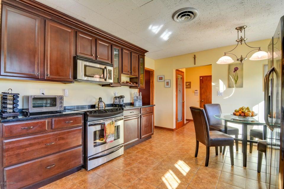 Additional photo for property listing at 64 Middletown Road  Holmdel, Nueva Jersey 07733 Estados Unidos