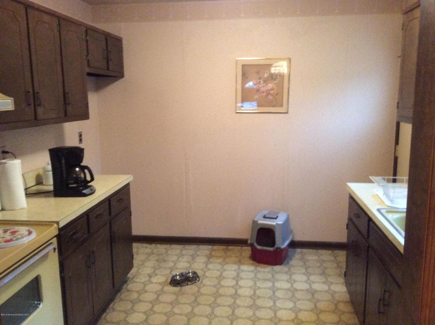 Additional photo for property listing at 80 Old Post Road 80 Old Post Road Freehold, Nueva Jersey 07728 Estados Unidos