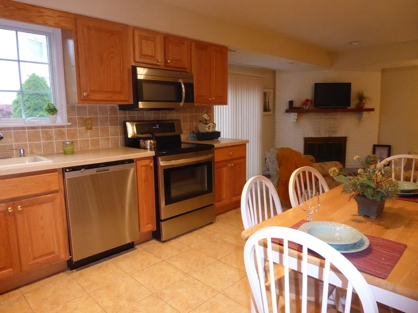 Additional photo for property listing at 32 Magnolia Drive  Spring Lake Heights, New Jersey 07762 États-Unis