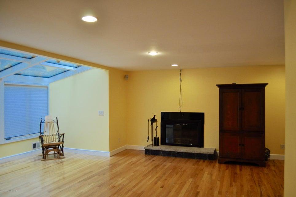 Additional photo for property listing at 64 Devonshire Drive  Morganville, Nueva Jersey 07751 Estados Unidos