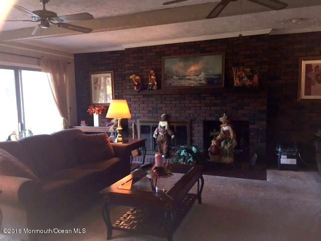 Additional photo for property listing at 249 Monmouth Road  Freehold, New Jersey 07728 États-Unis