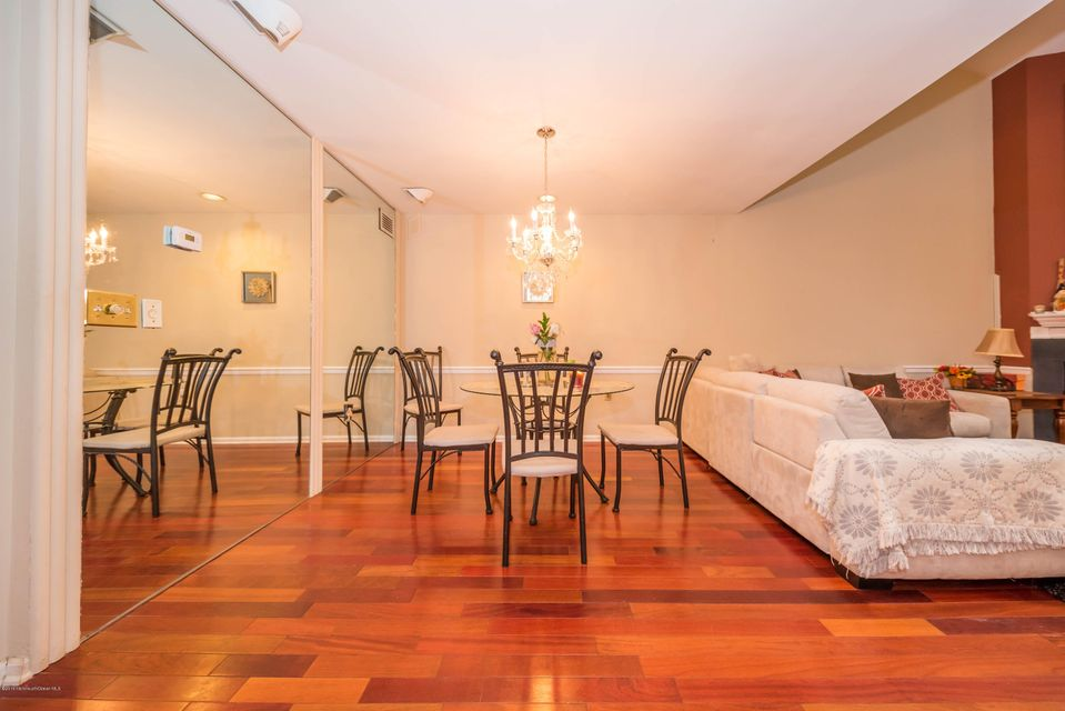 Additional photo for property listing at 2 Cherrywood Circle  布里克, 新泽西州 08724 美国