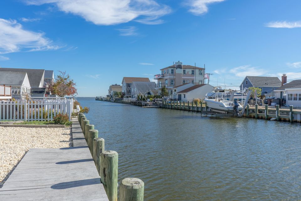 Waterfront homes for sale tear downs ocean county nj for Jersey shore waterfront homes for sale