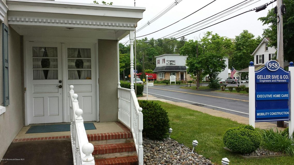 Additional photo for property listing at 958 Adelphia-Farmingdale Road  Freehold, 新泽西州 07728 美国