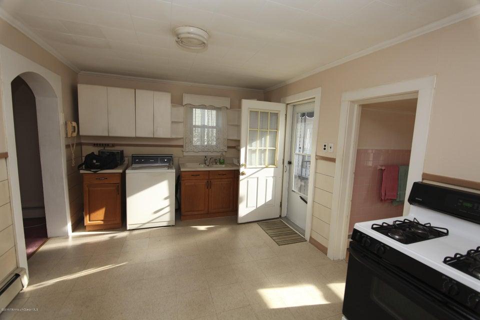 独户住宅 为 销售 在 286 Jeffrey Street 朗布兰奇, 新泽西州 07740 美国
