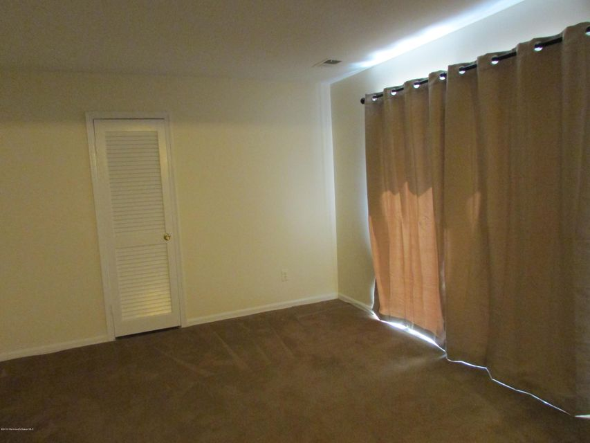 Additional photo for property listing at 15 Lazarus Drive  Freehold, New Jersey 07728 États-Unis