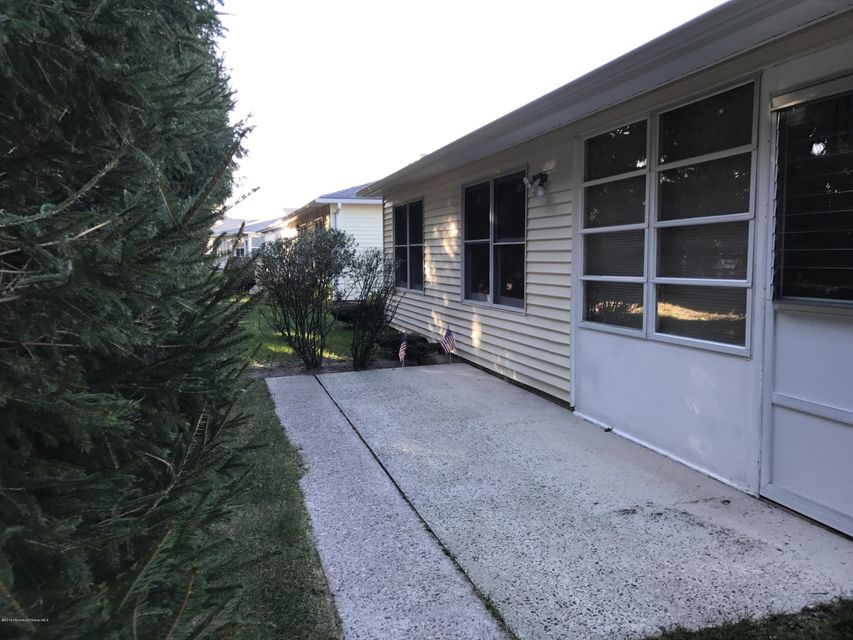 Additional photo for property listing at 222 Lions Head Boulevard  Brick, New Jersey 08723 United States