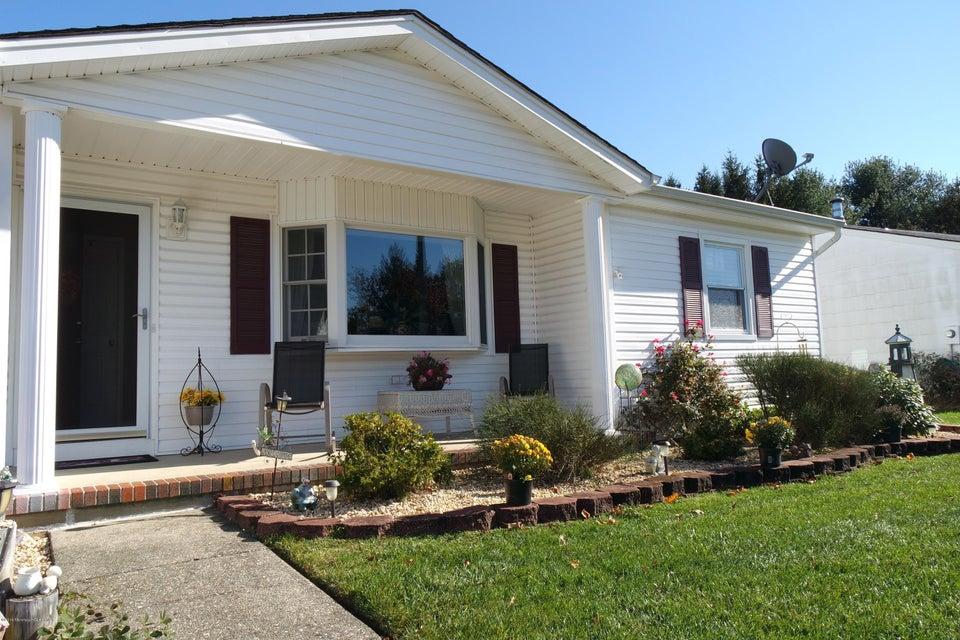 Maison unifamiliale pour l Vente à 32 Basset Drive Toms River, New Jersey 08757 États-Unis