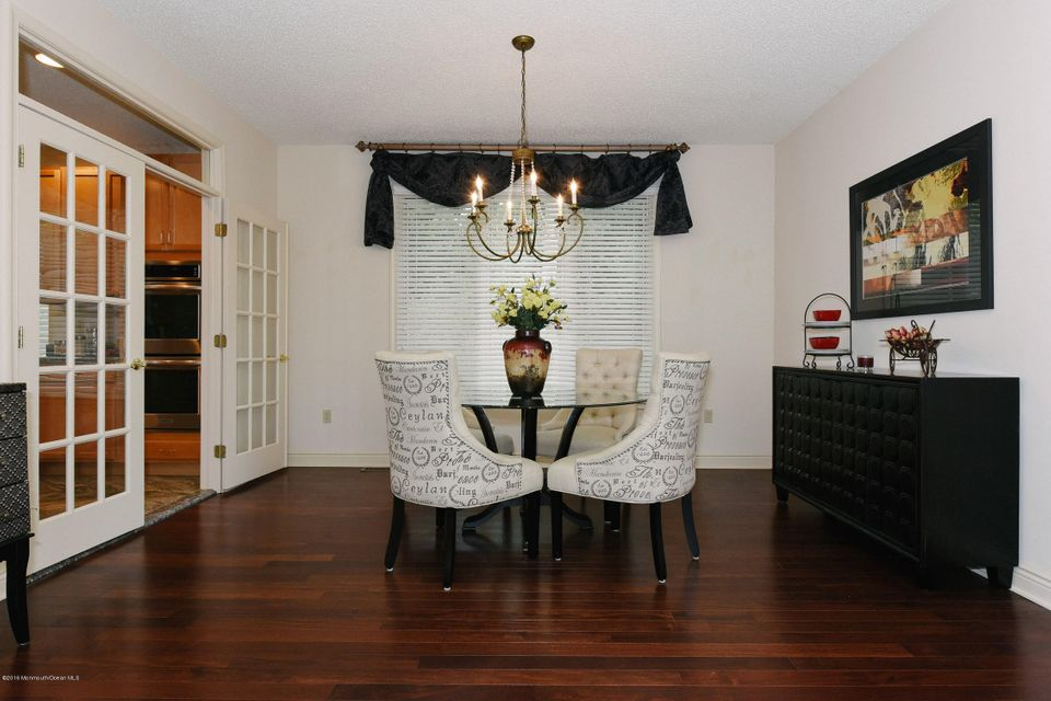 Additional photo for property listing at 44 Blackhawk Court  Holmdel, New Jersey 07733 États-Unis
