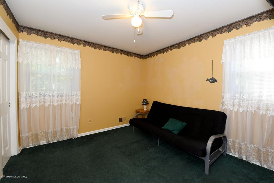 Additional photo for property listing at 814 Kings Court  Middletown, New Jersey 07748 United States
