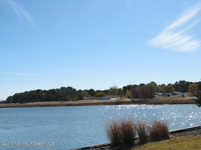 Additional photo for property listing at 2 Tunes Brook Drive  Brick, New Jersey 08723 États-Unis