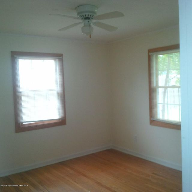 Additional photo for property listing at 40 Barkalow Avenue  Freehold, New Jersey 07728 États-Unis