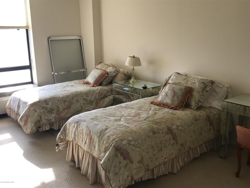 Additional photo for property listing at 787 Ocean Avenue  朗布兰奇, 新泽西州 07740 美国