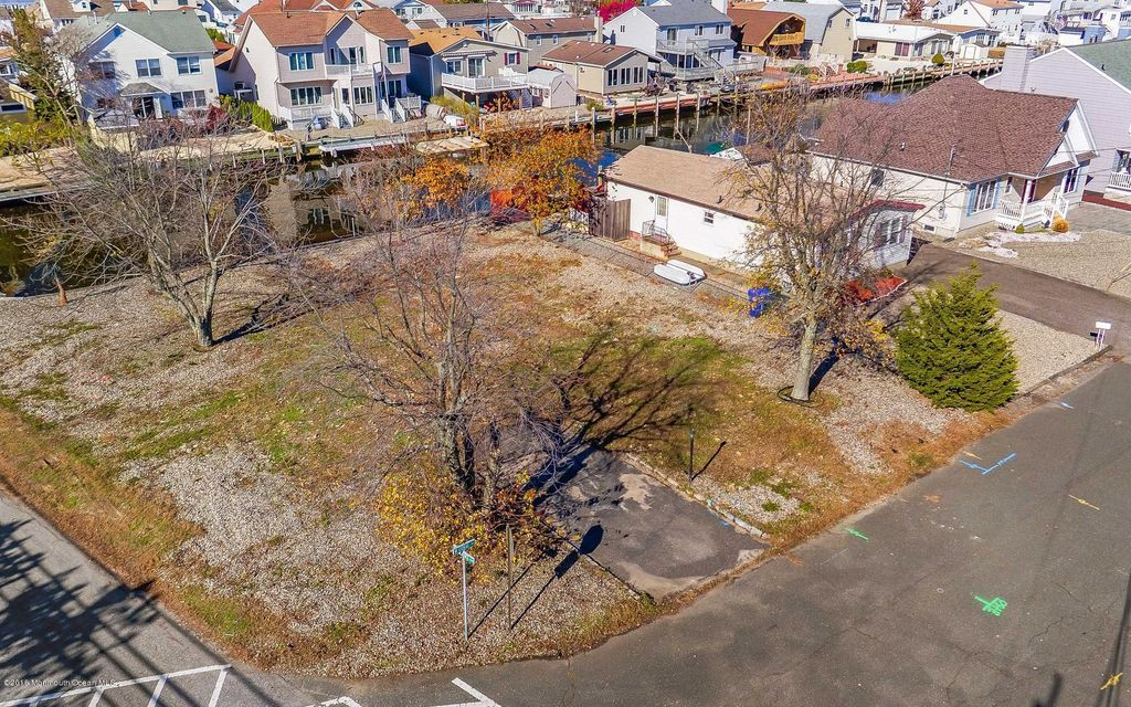 Additional photo for property listing at 2 Coral Drive 2 Coral Drive Brick, New Jersey 08723 United States