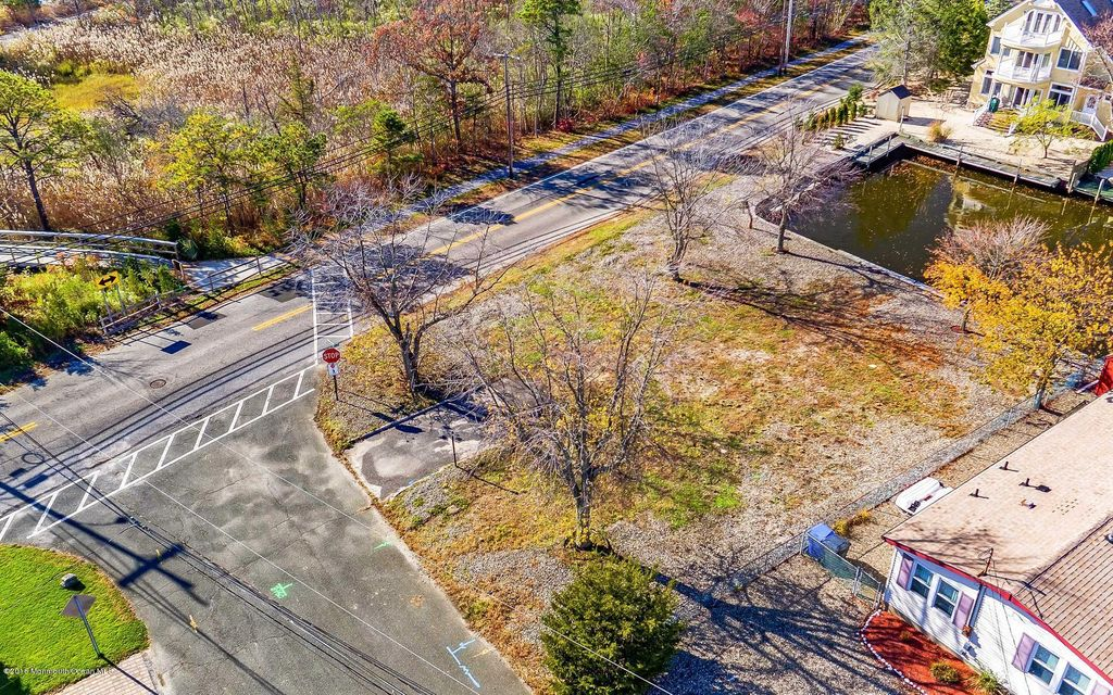 Additional photo for property listing at 2 Coral Drive  Brick, New Jersey 08723 États-Unis