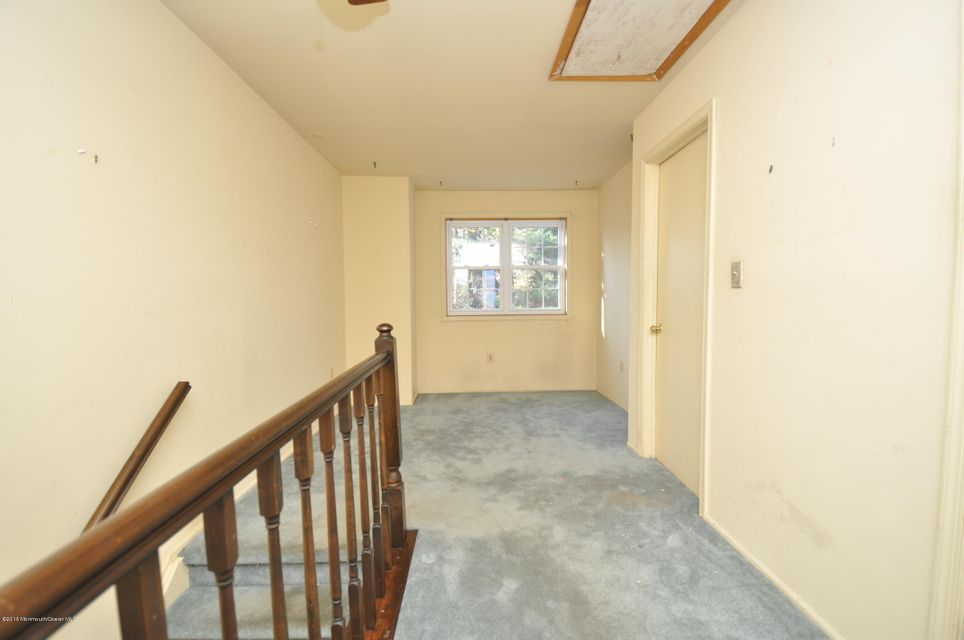 Additional photo for property listing at 7 Killington Court  Old Bridge, New Jersey 08857 United States