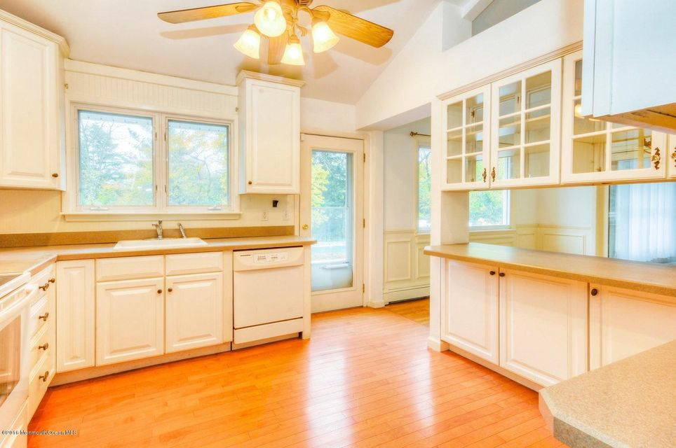 Additional photo for property listing at 24 Delwood Lane  Tinton Falls, Nueva Jersey 07724 Estados Unidos