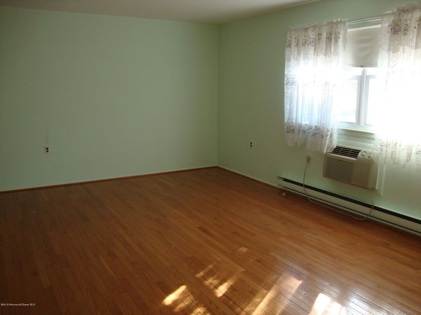 Additional photo for property listing at 8 B Moccasin Drive  Whiting, Nueva Jersey 08759 Estados Unidos