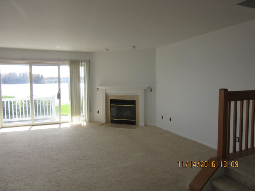 Additional photo for property listing at 301 Spinnakers Cv  Toms River, New Jersey 08753 United States