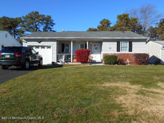 Maison unifamiliale pour l à louer à 1024 Edgebrook Drive Toms River, New Jersey 08757 États-Unis
