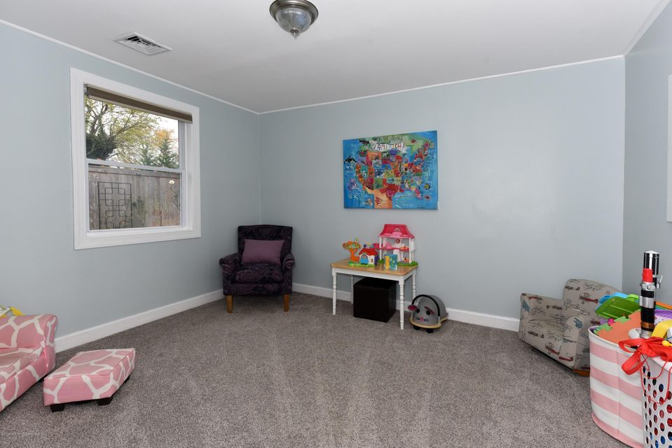 Additional photo for property listing at 81 Cooper Boulevard  Red Bank, Nueva Jersey 07701 Estados Unidos