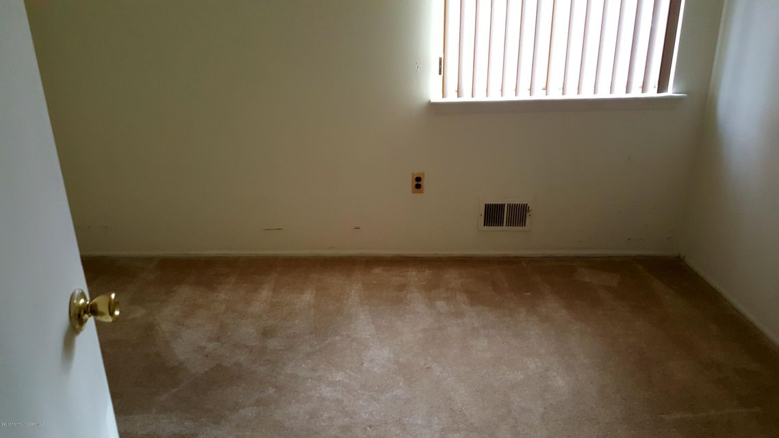 Additional photo for property listing at 930 Fairmont Avenue  Brick, New Jersey 08723 United States