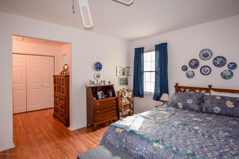 Additional photo for property listing at 64 Sycamore Road  Manahawkin, Nueva Jersey 08050 Estados Unidos