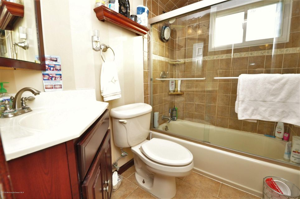 Additional photo for property listing at 4 Jersey Avenue  Old Bridge, 新泽西州 08857 美国