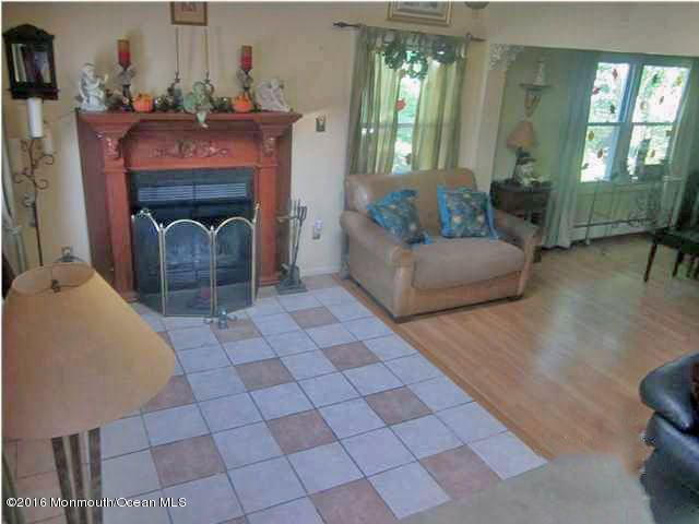 Additional photo for property listing at 52 Lasatta Avenue  Manalapan, New Jersey 07726 États-Unis