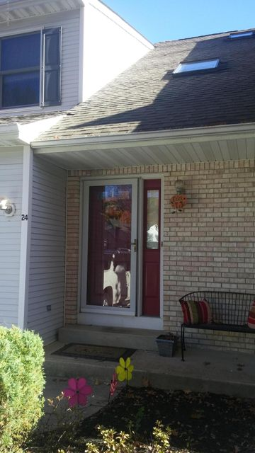 Appartement en copropriété pour l à louer à 24 Maria Court Holmdel, New Jersey 07733 États-Unis